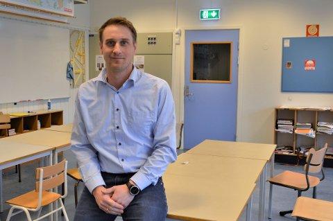 SPENT: Nyansatt rektor Arne Døving Røstøen brukte vinterferieuka på å gjøre seg klar til å møte elevene. – Jeg gleder meg veldig og er selvsagt spent, sa han da Toten Idag møtte han.