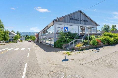 ØNSKER UTVIKLING: Dagens eiere av andre etasje av Hasselgården ønsker å få profesjonelle eiere inn slik at næringseiendommen kan utvikles best mulig og bidra til et levende Skreia sentrum.