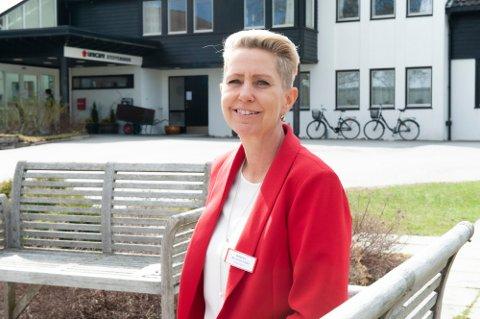 KREVER: Daglig leder på Unicare Steffensrud, Ann Kristin Rebne, sier at de krever at alle pasienter må framvise negativ Covid-19 test før de starter oppholdet hos dem.