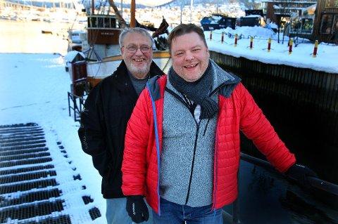 Jan Arne Bergeton Lerbukt og sønnen Jan Roger Lerbukt poserer foran Hermes II. Bildet er tatt i en annen sammenheng.