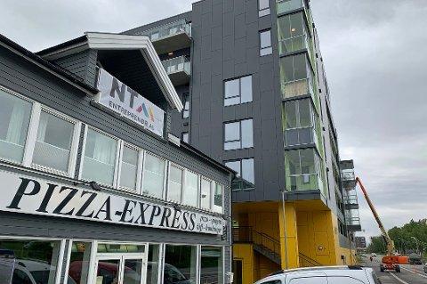 IKKE GODKJENT: Tromsø kommune finner ingen byggetillatelse på bygget i Strandvegen 92.