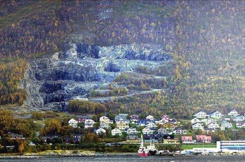 PLANER: Lunheim Utbyggingsselskap ønsker å fjerne steinbruddet nedenfor skitrekket i Kroken, men Tromsø kommune er skeptiske til planene.
