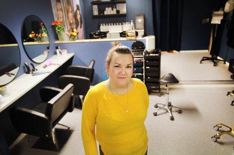 I KRISE: Ine Heggås står i fare for å miste frisørsalongen i Tromsdalen. Siste utvei er hjelp fra gavmilde venner og kunder.