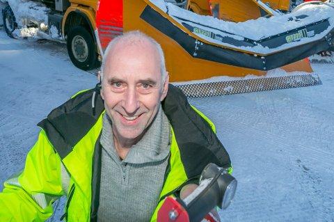 SVARER: Odd Helge Vekve, fagleder for vei ved Bydrift i Tromsø kommune, tar sine ansatte i forsvar. De forsøker ikke å gjøre livet til folk som bor i Tromsø surt, uttaler han i et brev til en boligeiere i Tromsø.