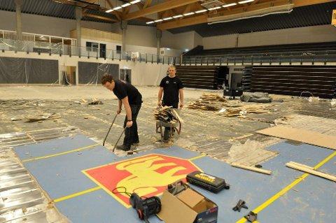 STORE SKADER: Vannlekkasjene førte til store skader i Trøndehallen. Hele golvet måtte rives opp.
