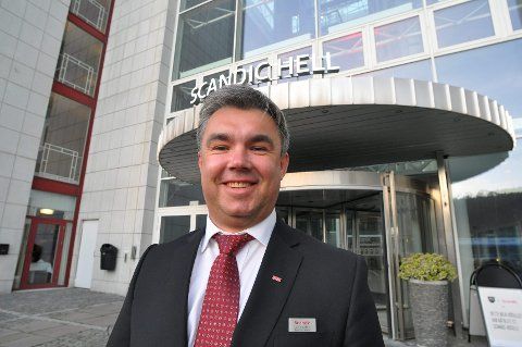 FANTASTISK GODT: Hotellsjef Arild Vollan ved Scandic Hell er etter ett og et halvt år klar for å utvide antall ansatte. – Helt fantastisk godt, sier han.