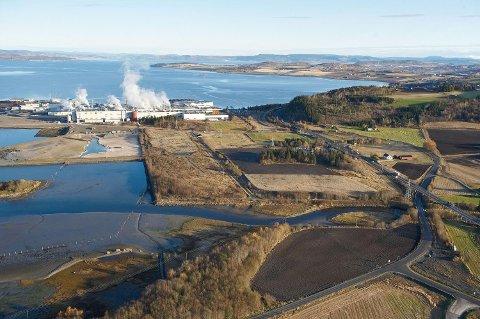 KAN FÅ BATTERIFABRIKK: Levanger kommune har inngått et samarbeid med Norske skog om å utrede en tomt for batterifabrikken på Fiborgtangen.