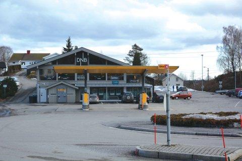 I dette bygget, hvor DNB Eiendomsmegling, Sky Fitness og Pizzabakeren holder til, blir det nå også frisørsalong. Det er Kjell Lunde som eier bygget. Arkivfoto