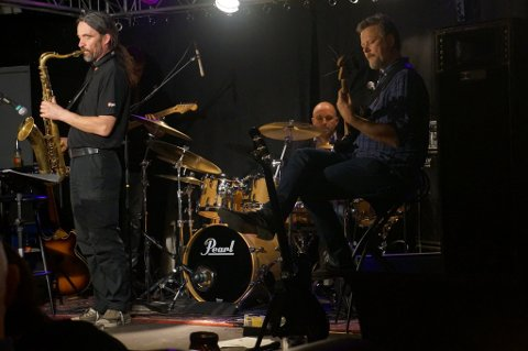 Riff, med Jarle Bjørn Hanken på trommer, spiller i Museumshaven 14. juli.
