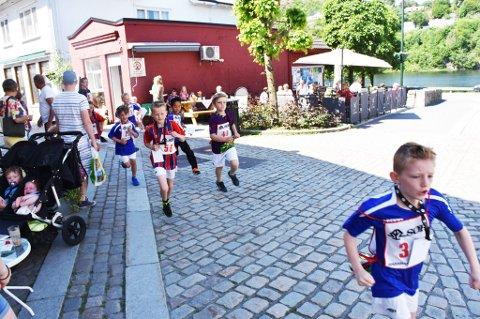 De hurtige fotballspillerne i Tvedestrand fotballklubb freser avgårde.