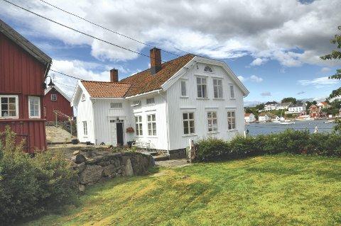 Doktorhuset: I 2013 kjøpte Ian og Hugh Laing Lyngør-eiendommen for 32 millioner kroner. Ifølge en søknad til kommunen er planen å benytte huset som helårsbolig i november neste år. arkivfoto