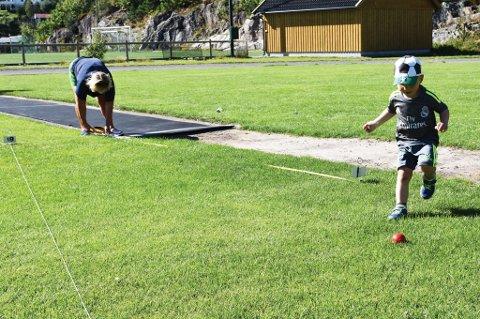 Lille Kjetil og Nina Holmsen Engh i fullt treningsmodus på Lyngmyr stadion i dag.