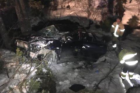 Bilen ble totalvrak i ulykken, og den 88 år gamle sjåføren ble sittende fastklemt i mange timer før han ble reddet ut.