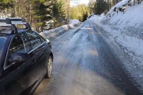 Det blir bygevær på lørdag,  og det gjelder å kjøre forsiktig på glatte veier.