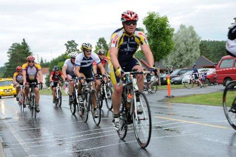 Fjorden Rundt har vært arrangert siden 1998, og har vært det største sykkelrittet i vårt distrikt, men i år må det avlyses. Arkivfoto