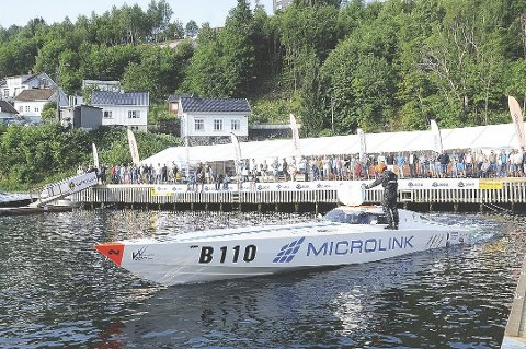 Tradisjonsrikt: Teltet i Bakkeskåt har vært navet for underholdning og uteliv under Tvedestrandsregattaen.