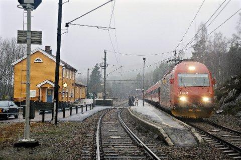 Ekspresstogene vil ikke stoppe på Vegårshei fra høsten av, hvis Go-Ahead får igjennom sitt forslag. Arkivfoto