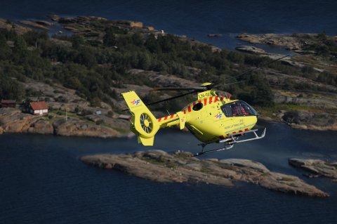 Ambulansehelikopteret rykket ut til Sandøya natt til fredag, men måtte gjøre vendereis fordi en tilhenger sto i veien på landingsplassen.