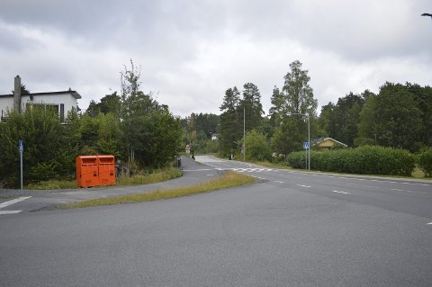 Ikke greit: Beboere klager over plasseringen av disse containerne på Vestervei. Foto: Marianne Instanes Mathiesen