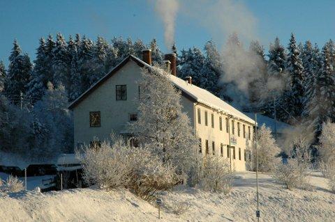 Selges: Jotun-Vask brukte store deler av ysteribygget i 20 år, fram til avviklinga i 2014. Nå er bygget lagt ut for salg.