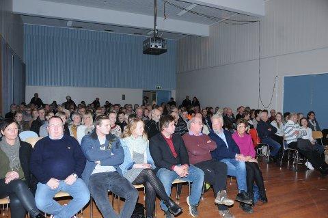 Fullt: Det var nærmere 200 mennesker i salen da Bustenskjold kom heim. Neste torsdag blir det ekstraforestilling.