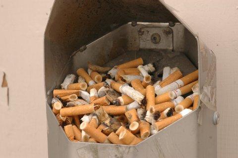 Nå får kommunene ansvaret for å føre tilsyn med alle dem som selger tobakksvarer.