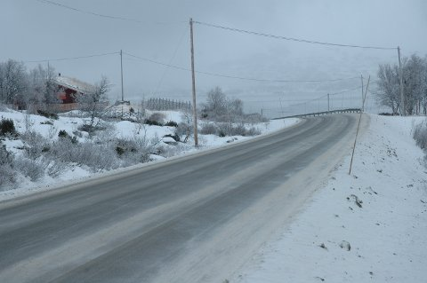 Snø og regn som fryser på bakken kan gi vanskelige kjøreforhold i den søndre delen av Oppland fra i kveld og fram til torsdag morgen.