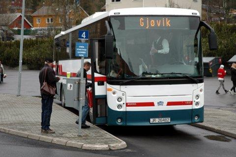 Gjøvikbussen: Sommeren 2018 er også dette historie. Trønderbilene overtar de neste åtte årene. Arkivfoto: Bjørn Karsrud