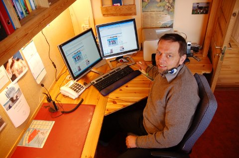 Arne Heimestøl i kontoret sitt i Hedalen.