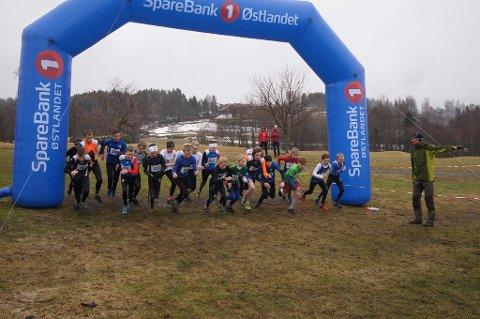 Surt og kaldt: Det var gode løpsforhold, på tross av kalde værforhold, under KM i terrengløp 1. mai.