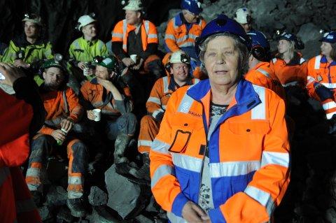 Sprengningsbas: Ragnhild Dokken fikk æren av å trykke på knappen, og det var et meget populært valg.