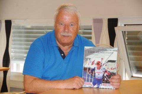 Ny bok: Viktor Storsveen har lagt sjela si i den ferske skiskytterboka, som naturlig nok har legenden Ole Einar Bjørndalen på framsida. Boka er på drøye 500 sider, og har mange flotte illustrasjoner.