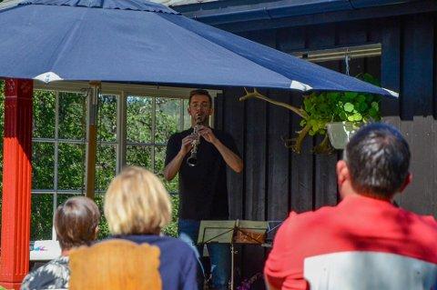 Åpnet konserten: Stemninga var magisk da Pierre Xhonneux fra Belgia åpnet konserten rett utenfor døra til hytta til Jorun.