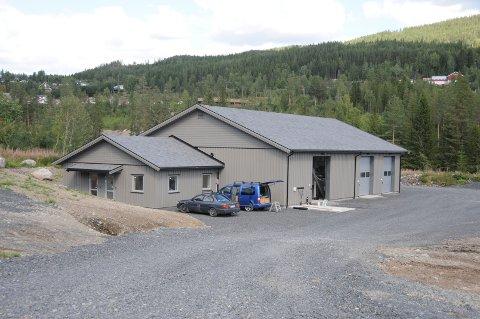 Flott bygg: Det nye renseanlegget sør for Skogtun i Bruflat har ei fin fasade, og innvendig er det god plass og mange rom.
