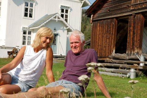 Fant drømmestedet: De fant hverandre og drømmestedet i godt voksen alder. Ruth Glemmestad og Ivar Vaa storkoser seg på Sofienlund i Aurdal. *** Local Caption *** Ivar Vaa