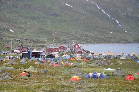 «Teltleir»: «Teltleiren» festivalgjestene vanligvis skaper på Eidsbugarden i forbindelse med Vinjerock er litt av et syn midt i fjellheimen, men slik ble det altså ikke i år, og festivalen har fått 1,2 millioner kroner i koronakompensasjon.
