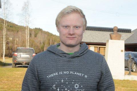 Bindeledd: Vebjørn Kompen har sjøl vært leder av ungdomsrådet i Etnedal, og sitter nå i kommunestyret for Senterpartiet.