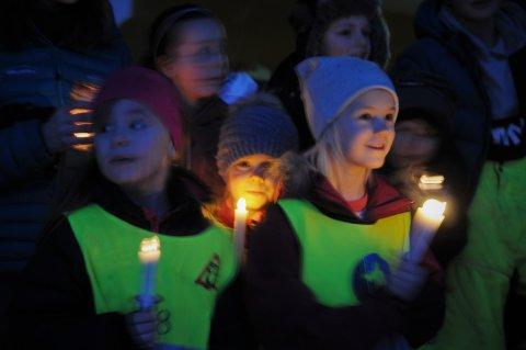 Sang: 1. klassingene sang Luciasangen for resten av elevene på Nord-Aurdal barneskole.