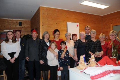 Frivillige: Her er gjengen med frivillige som gjorde at 48 valdriser fikk feire jul på Vikatunet.