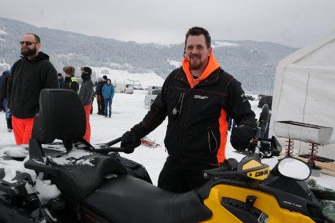 FORNØYD LEDER: Valdres Gatebil og leder William Scott jubler over vel blåst isbanesesong, og strålende tilbakemeldinger. De er allerede godt igang med planleggingen av neste års isbanekjøring.