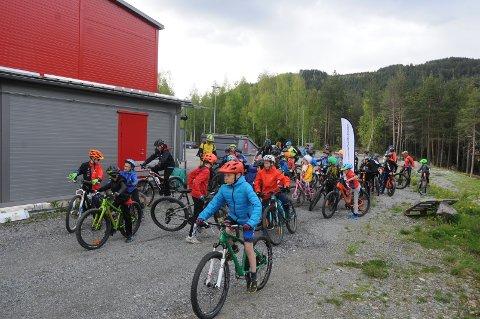 Godt frammøte: Arrangørene i CK Valdres' terrengsykkelgruppe hadde håpet på 50 deltakere, noe de klarte.