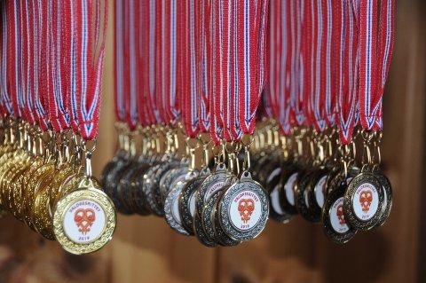 Gull, sølv og bronse: Medaljene henger klare til lørdagens sykkelfest på Vaset og i stølslagene nordvestover i Vestre Slidre.