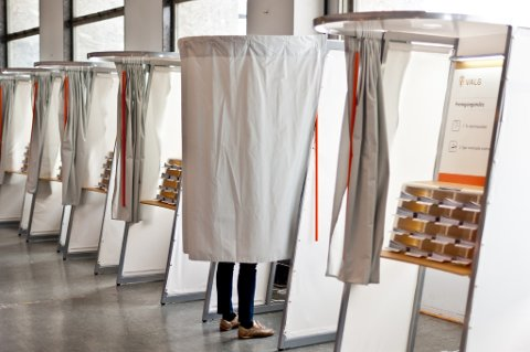 FØRSTE GANG: Det er 401 personer bosatt i Valdres som kan debutere i valglokalet i år. Illustrasjonsfoto: regjeringen.no