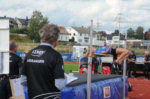 Godt forsøk: Her gjør Sunniva Fjeld det siste forsøket på 1,54 meter, som hadde holdt til seier i høgde jenter 14 år. I stedet ble det femteplass.