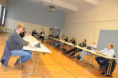 Enstemmig: Kommunestyret i Etnedal stemte digitalt under siste kommunestyremøte. Dette bildet er fra forrige kommunestyremøte i Etnedal 22. oktober.