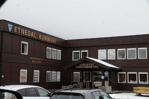 Ring og avtal: Det er fra dags dato restriksjoner på besøk på kommunehuset på Bruflat, og det gjelder alle enheter.