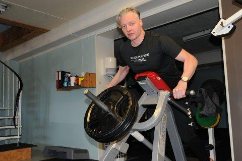 Trener alene: Tommy Enger har klarert for egen trening i lokalene, men noe selskap får han neppe før sommeren har gått, frykter den treningsglade 47-åringen.