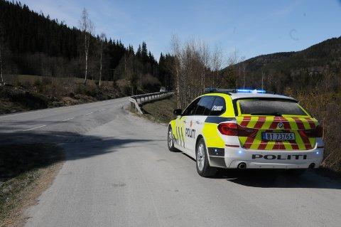 SKJEDDE HER: Like over klokken 14 kolliderte en ATV og en personbil på fylkesveg 51 langs Sebufjorden, tre km fra Fagernes. Ulykkesstedet er nå ryddet.