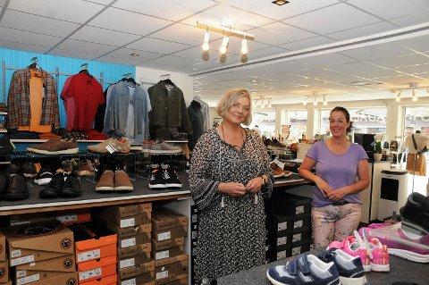 Bra resultat: Britt Hagen Kvaal (t.v.) på Skosenteret og Anniken Dygd Kvisgaard i klesbutikken Agalaust kan nå tilby nytt fra topp til tå.