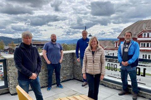 Beitostølen: Terje Fahre (f.v.), Pål Andvord, Atle Hovi, Berit Müller og Bjarne Budal sitter i referansegruppa til Bitihorngruppen på Beitostølen, et samarbeid mellom flere bedrifter.